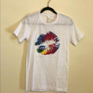 🌈 Boutique lips t shirt rainbow XS NWOT